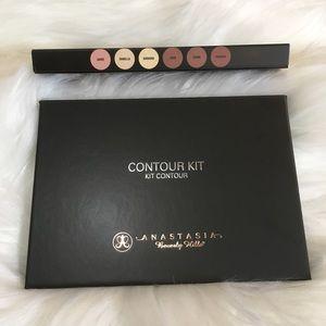 Anastasia Beverly Hills Makeup - BNIB Anastasia Powder Contour Kit Light to Medium